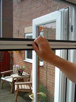 Rolovací okenní sítě proti hmyzu