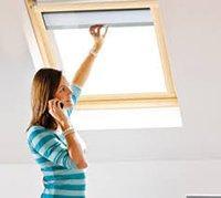 Ovládání manuálně u rolety do střešního okna