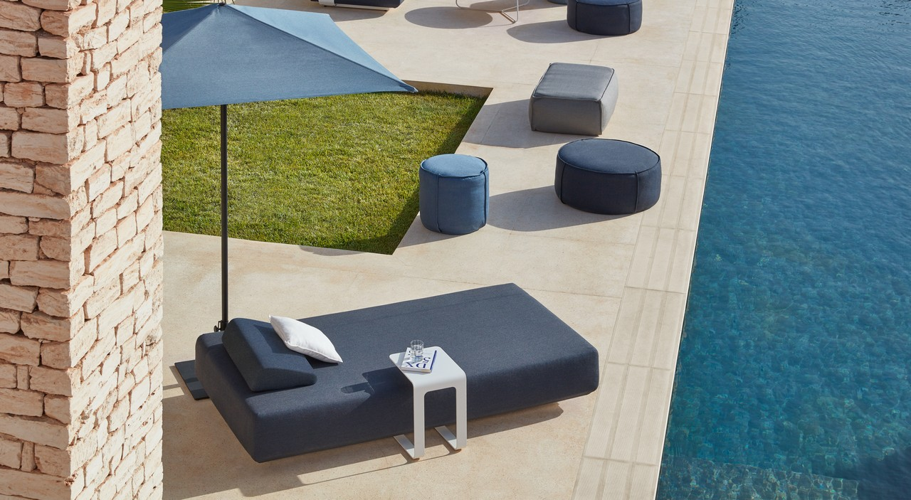 7. Kumo, Umbrella, Poufs, Open 32