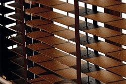 páskový žebříček dřevěných žaluzií