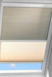 Dva typy látky na jedno sttřešní oknoi