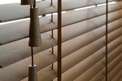 Designové závaží dřevěných žaluzií